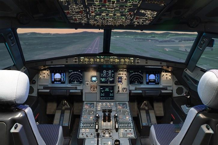 Cabina 1 Simulador A320 Nivel D Indra .jpg
